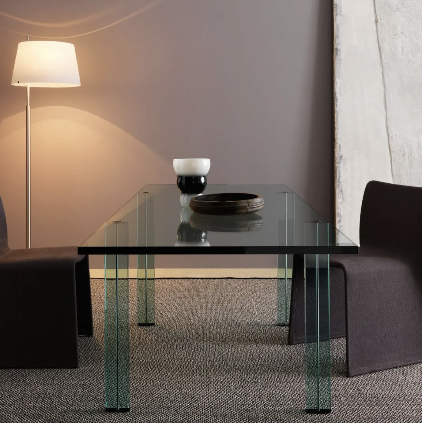 Teso Table - Renzo Piano made his design debut with a coordinated line of furnishing systems for FontanaArte, using only one material: glass, symbol of the company's production history. A very fine collection that comprises table, bookcase and console.  Table with top and legs made of laminated float-glass. In the legs there is a groove to contain painted metal ties.   | Matter of Stuff