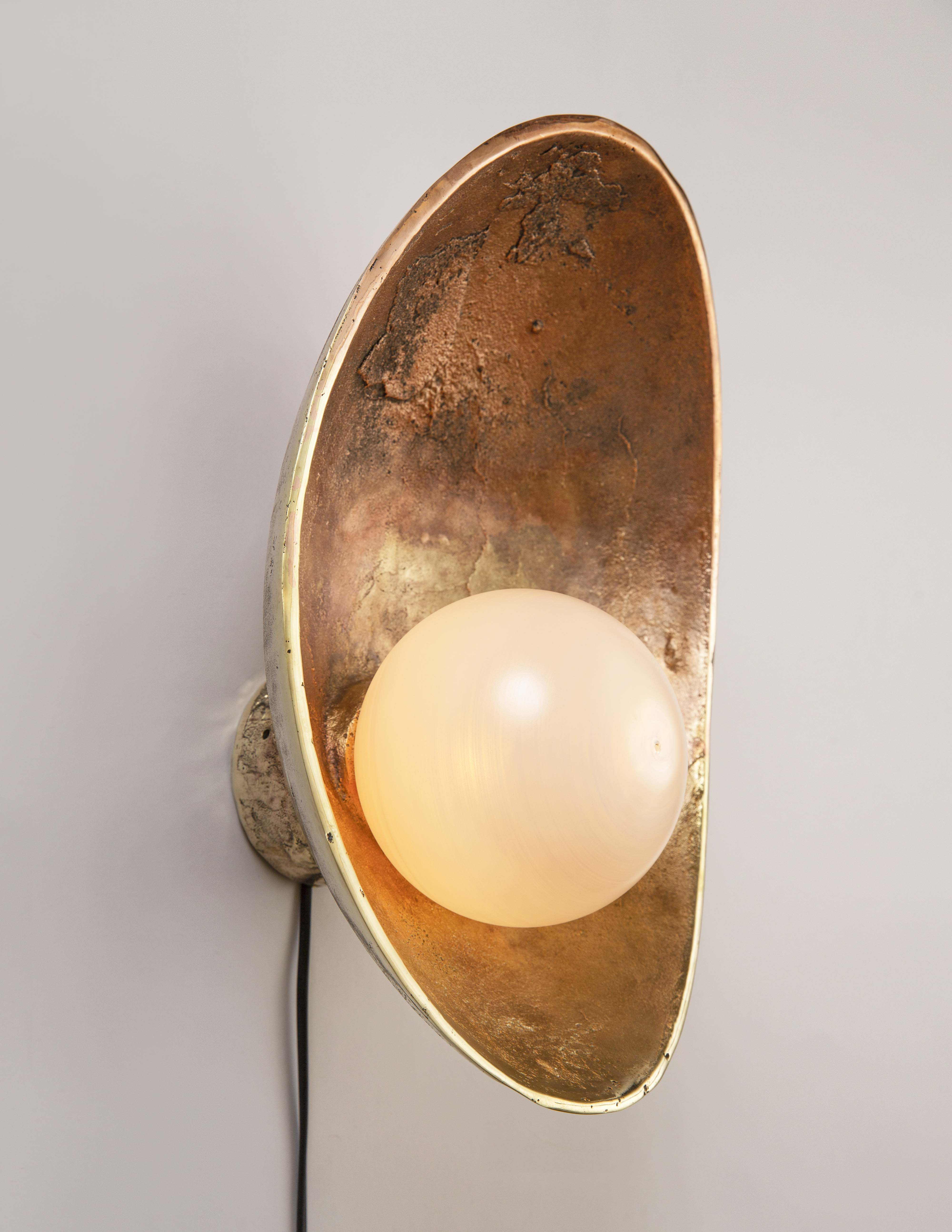 Oyster Wall Lamp